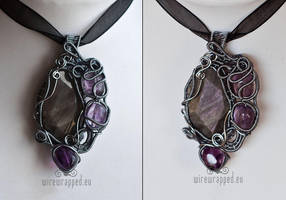 Freeform labradorite pendant by ukapala