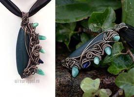 Blue reptilian pendant by ukapala