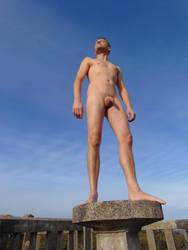 Pretend to be a statue by Deskriuwer