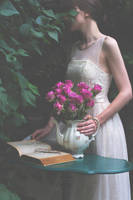 Roses by Marloeshi