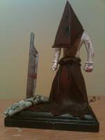 Pyramid Head display sculpt by Kanyon85