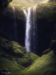 Kvernufoss waterfall by streamweb