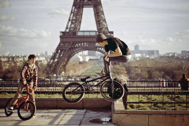 rider from paris by VhPhoto