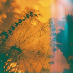 Ferris Wheel in Santa Rosa by feverish-eye