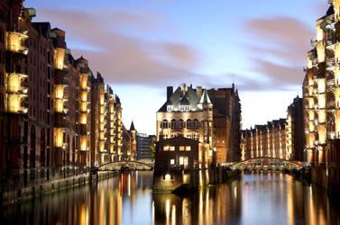 Speicherstadt Hamburg By night. by Meduana
