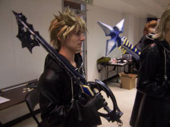 Roxas and his keyblade. by Cirrusstrafe