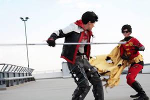 Red Hood cosplay: Jay x Tim fighting by Tenraii