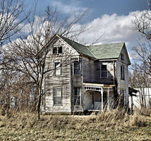 Abandoned house by MistressVampy