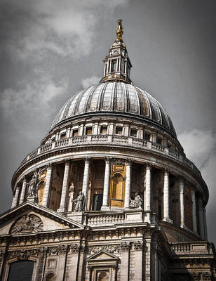 In the shadow of St Pauls. by PyroChris