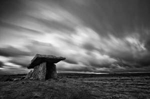 Poulnabrone megalithic tomb by KervanoK