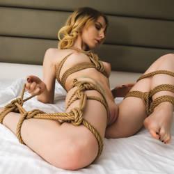 Shibari: enjoying the rope by Andr345R