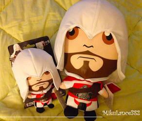 Papa Ezio and baby Ezio by MikuLance382