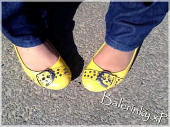 Yellow ballerinas by Amaya-Usagi