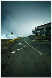 Road at Pico Do Arieiro by damnengine