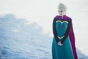 queen Elsa of Arendelle by lilie-morhiril