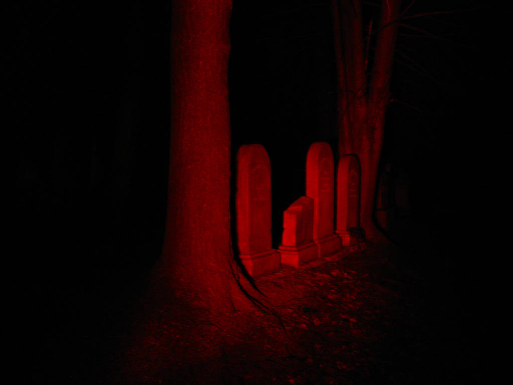Red Graves by SeriahAzkath