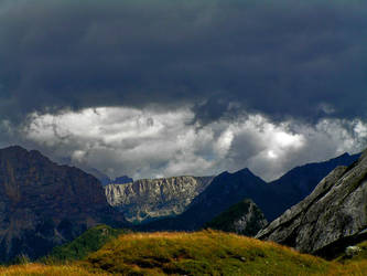 Threatening clouds by edelweiss26
