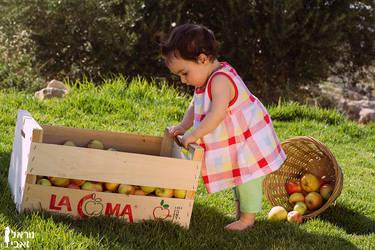Tasting apples by Kaya-Nurel