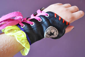 Converse glove by oasiaris