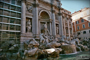 Fontana di Trevi by RoqqR