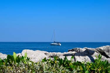 Sailboat by Kikinna