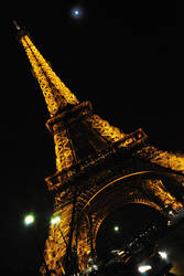 Eiffel Tower by prevailinginsanity