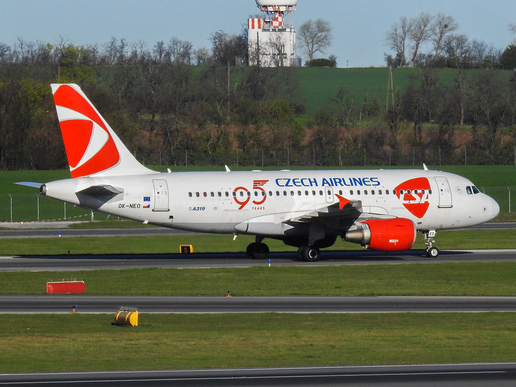 OK-NEO - Airbus A319-112 - Czech Airlines by hadesdras91