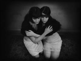Deux filles by Feebrile