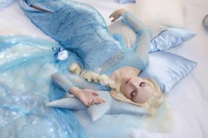 Elsa by elara-dark