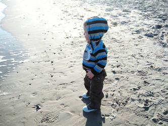 Damien sees the beach by demonchildofwar
