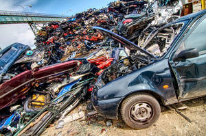 Car wreck HDR by petrpedros