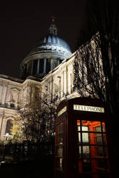 St Paul's Cathedral and red telephon box :) by yeanling