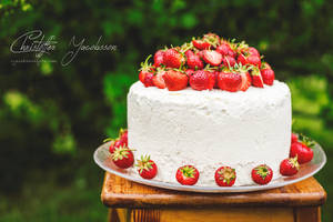 Strawberry and lime cake by CJacobssonFoto