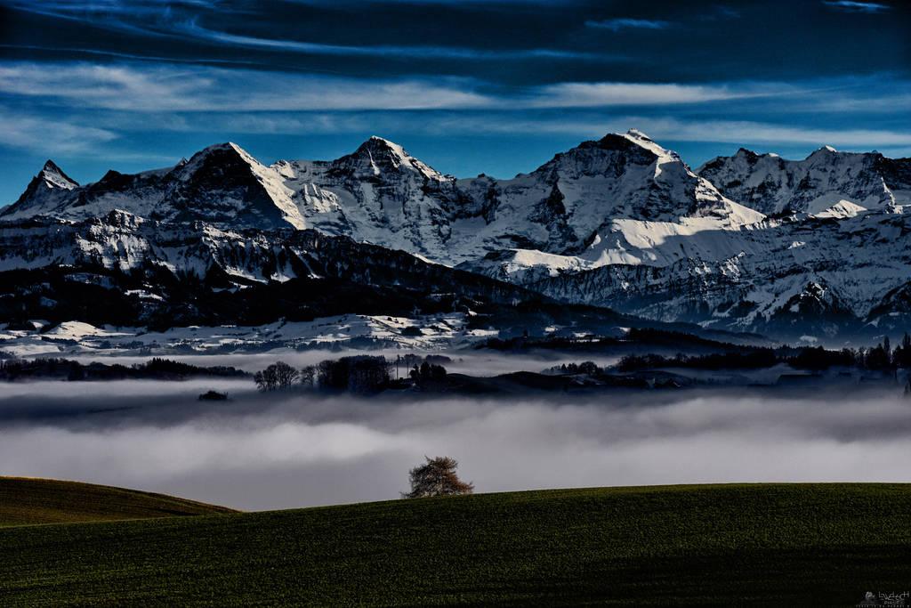 Between Clouds by LeWelsch