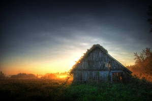 Hut in the fog by Seselgis