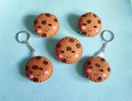 Happy Cookie Brooch by OkashiBurochi