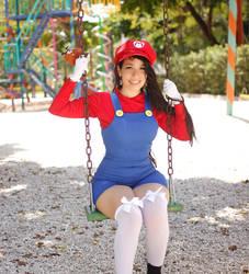 Female Super Mario by caroangulito