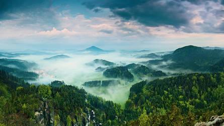 Sleeping Misty Village by JindrichLisy