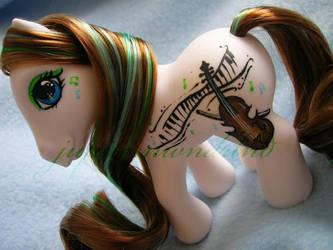 the violinist by jupiternwndrlnd