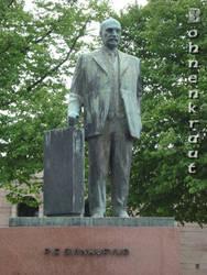 Statue of P. E. Svinhufvud by EvilBohnenkraut