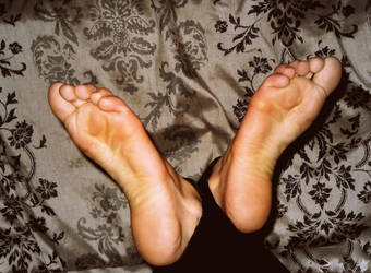 Foot request 2 by DanniellaNitura