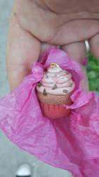 cupcake pendant  by Scyndy