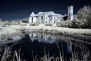 The haunted castle - Infrared by Konczey-Zsolt