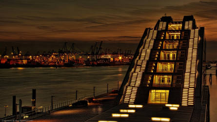 Port Pyramid - Hamburg by pingallery