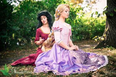 Mother Gothel and Rapunzel by Naraku-Sippschaft