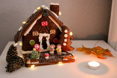 gingerbread house by InsanityPants