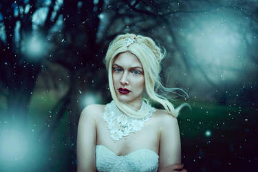 white Queen by EllaObsccura
