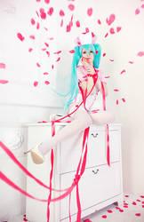 Miku Hatsune by YuuGray