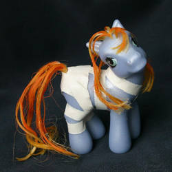 LeeLoo the 5th Element by Cuddlyparrot