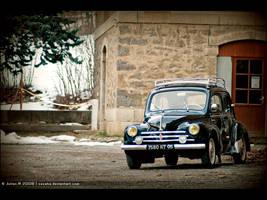 Renault 4cv . by Zazaka